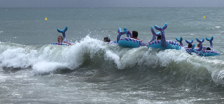Cavalcade des Ofnis et course en mer